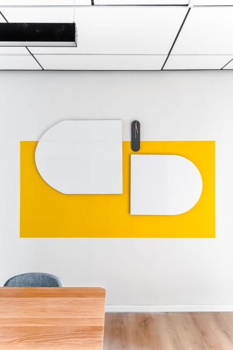 חדר ישיבות קומה 2, לוחות מחיקים בעיצוב ייחודי למרכז